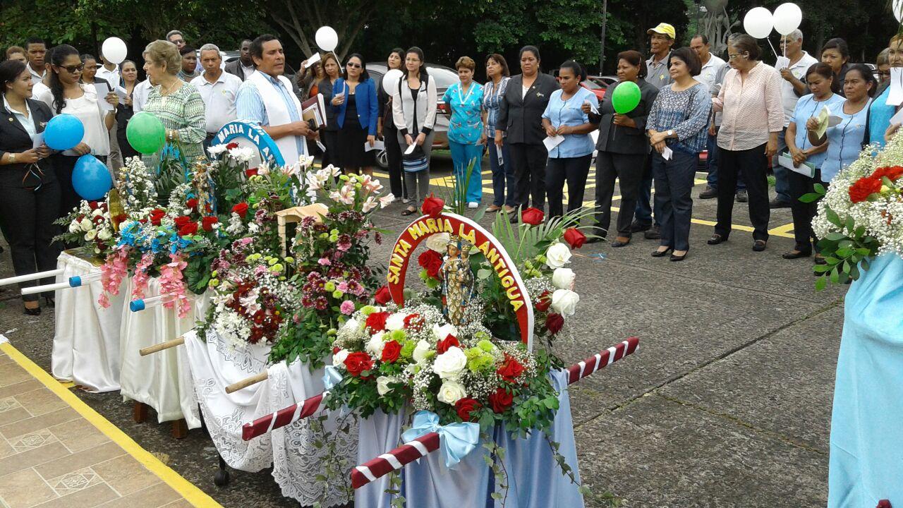 Momentos de la Procesión en honor a Santa María La Antigua