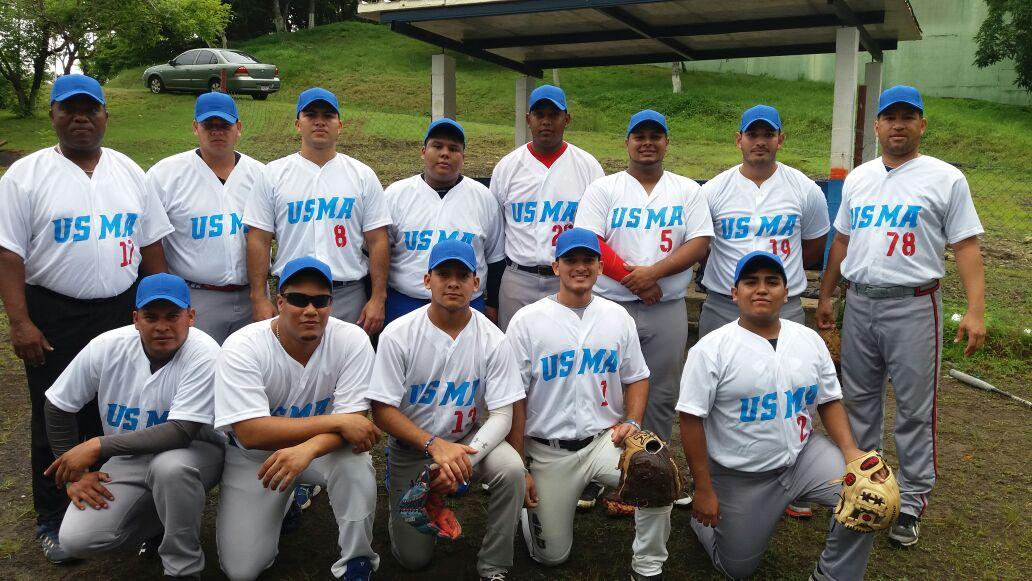 Equipo en tercer Campeonato Interuniversitario