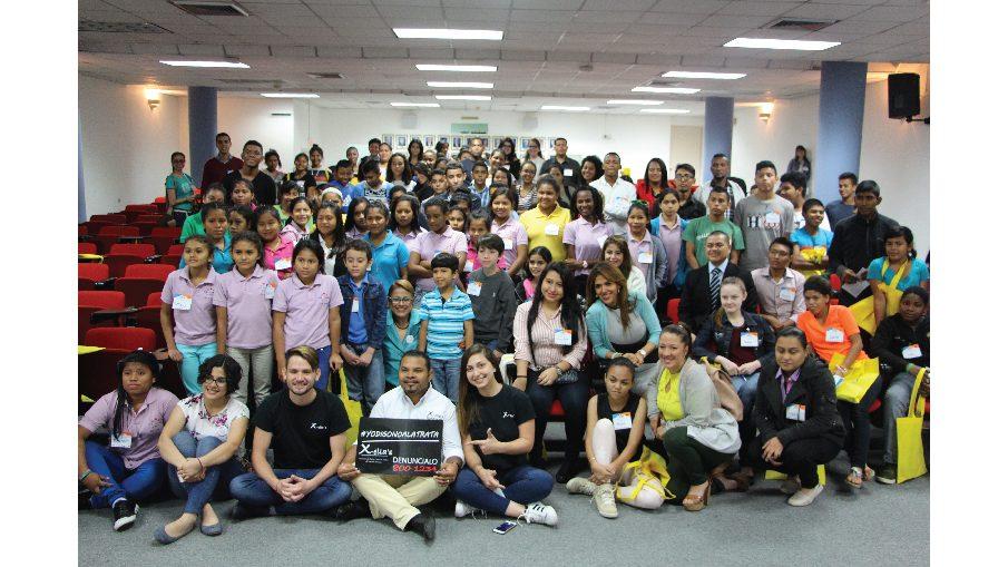 Conferencia Peligros del Internet y las redes sociales en ninos y jovenes