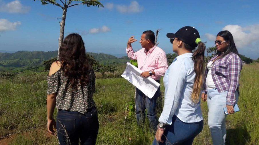 Estudiantes realizan reconocimiento cartográfico en Las Tablas