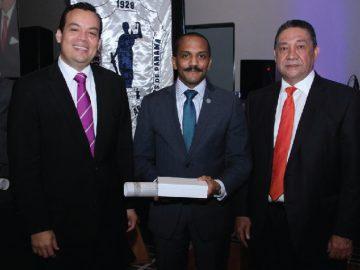 Reconocimiento al Prof. Darío Sandoval en el Día del Abogado