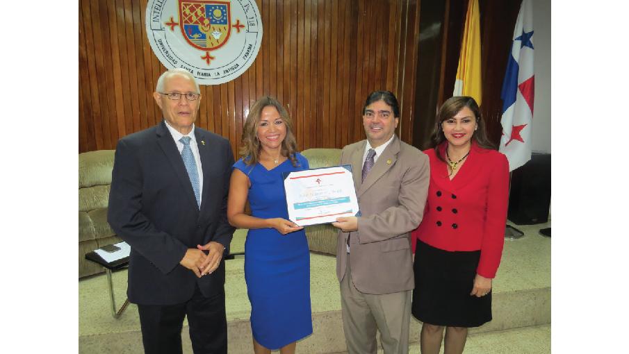 SMA Egresados- Aimee Sentmat de Grimaldo presidenta ejecutiva