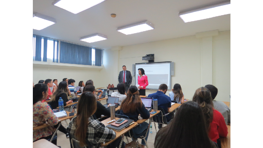 Estudiantes participan en Charla sobre Ley de Sociedades Anonimas