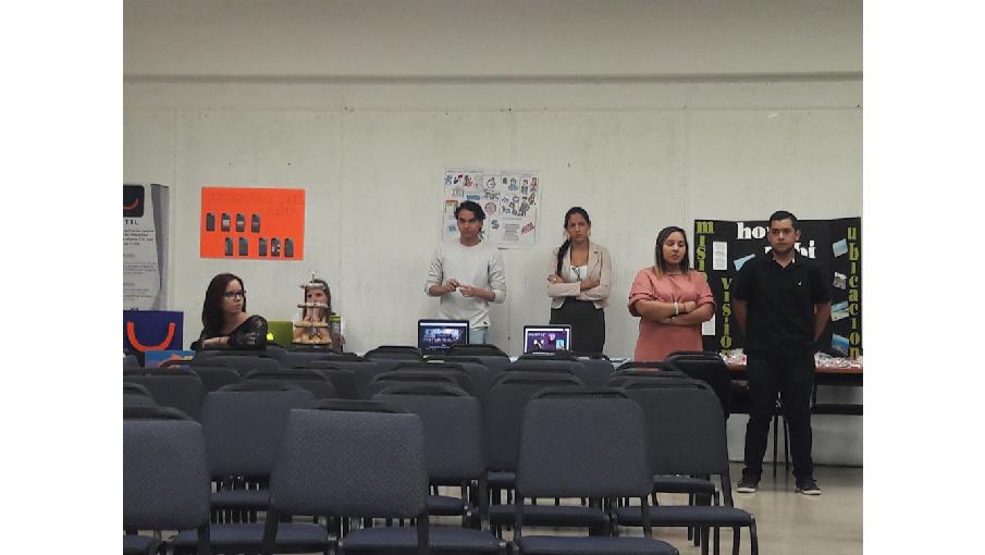 Estudiantes realizan Demo Day presentacion de proyecto final