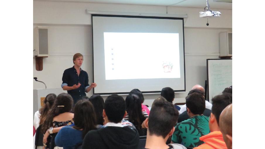 Estudiantes participan en Conferencia Internacional